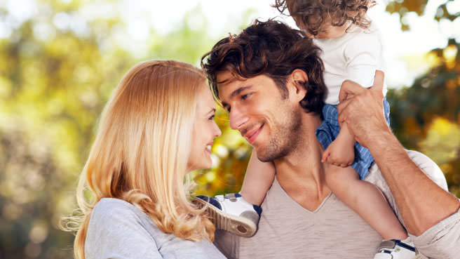 couple with child on dads shoulders
