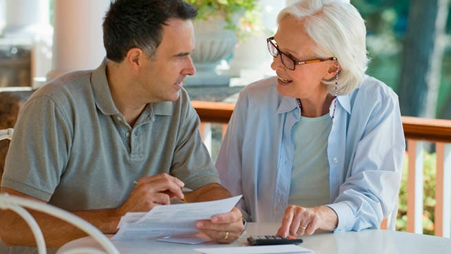 Families should use a contract when hiring a senior caregiver